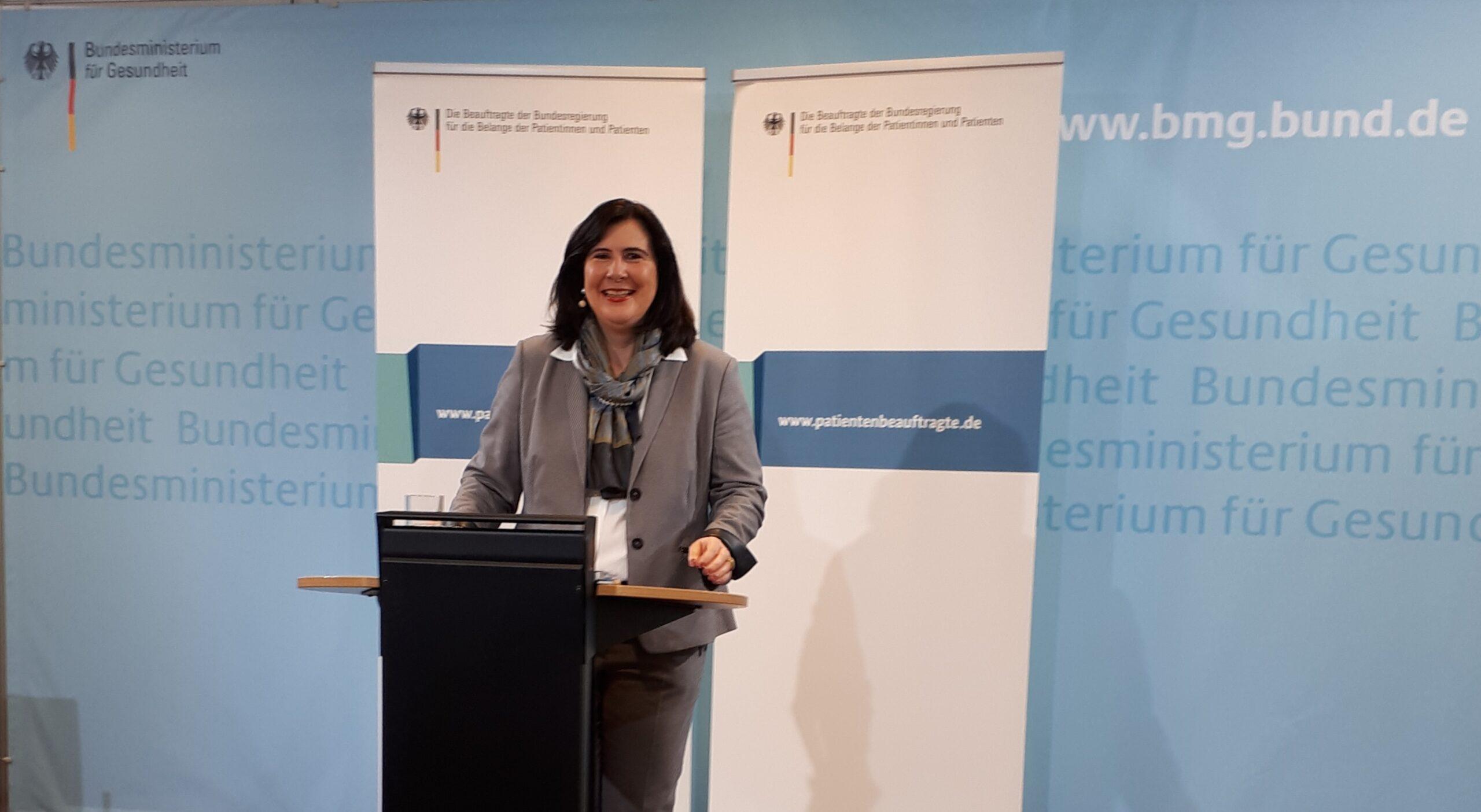 Die Patientenbeauftragte der Bundesregierung, Frau Prof. Dr. Claudia Schmidtke, während ihrer Eröffnungsrede.