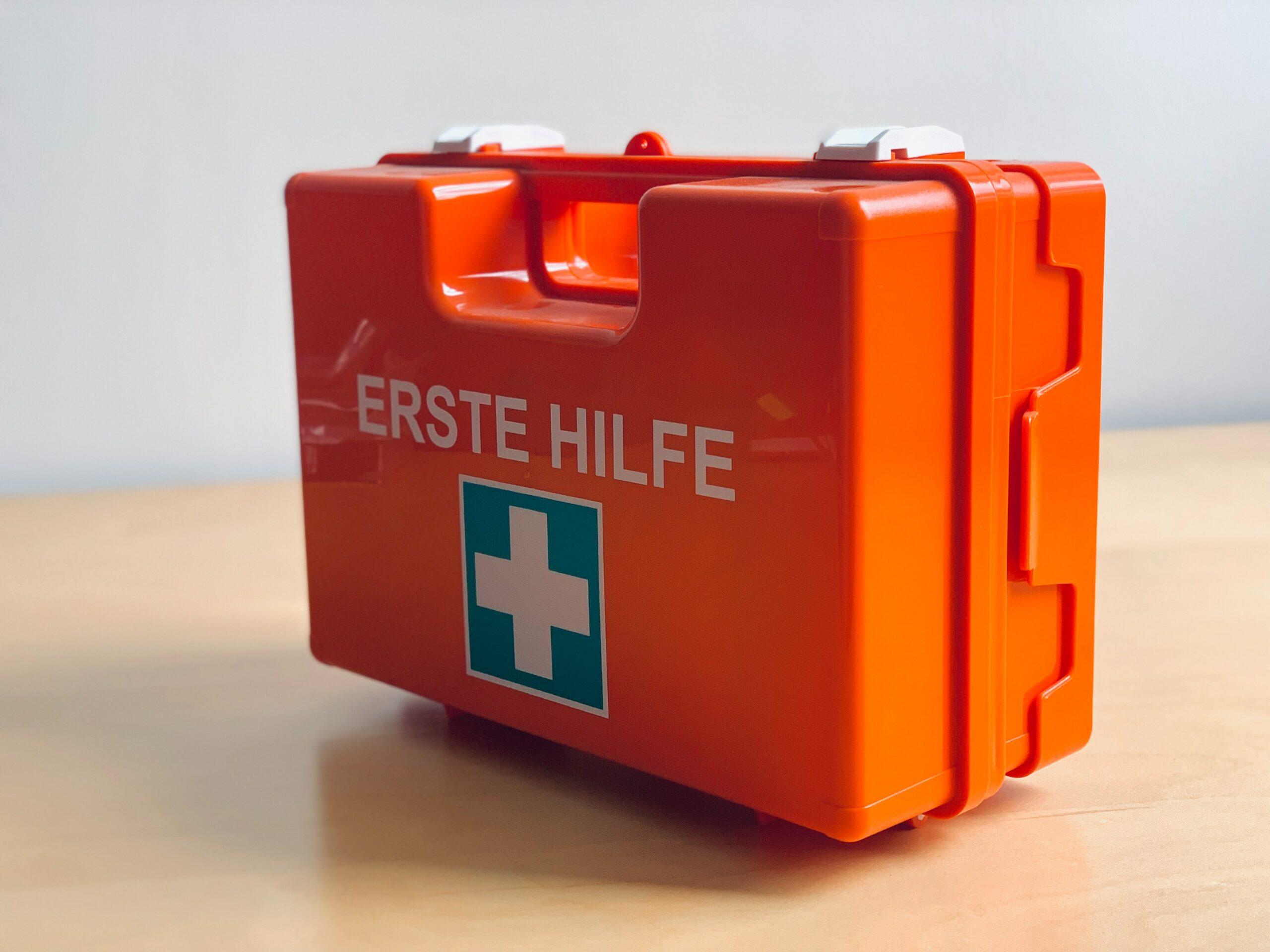 Abbildung eines ersten Hilfe Koffers